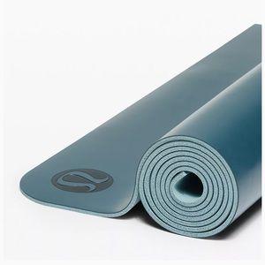 Lululemon 5mm reversible yoga mat